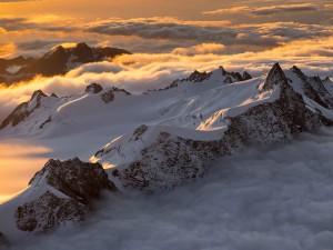 عنوان: جنوب آلپ، نیوزلند کوه های جنوبی آلپ را می بینید که قله های آن در برف پوشیده شده است. عکاس: Michael Melford