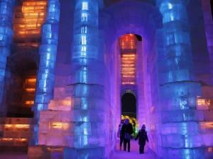 عنوان: جشنواره یخ، هاربین، چین هاربین محلی است که بادهای سیبری باعث ایجاد سرمای بسیار شدیدی در آن می شود و هنرمندان محلی از این فرصت استفاده می کنند و هنرشان را با یخ نشان می دهند. عکاس: Kim Kyung-Hoon