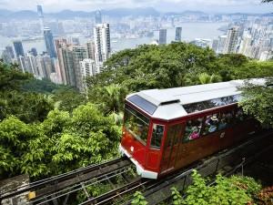 عنوان: Peak Tram، هنگ کنگ حمل گردشگران به قله ویکتوریا با تراموا عکاس: Naki Kouyioumtzis