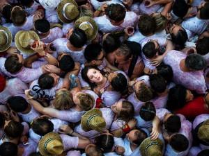 جشنواره گاوبازی، پامپلونا، اسپانیا فضای کم بین تماشاچیان در روز افتتاحیه مراسم گاوبازی در اسپانیا. این رویداد از سال 1591 تا کنون در حال برگزاریست و سالانه تعداد بسیار زیادی گردشگر را به خود جذب می کند. این مراسم به مدت 9 روز به طول می انجامد. عکاس: David Ramos