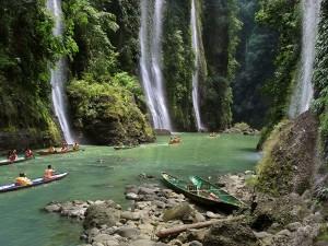عنوان: لوزون، فیلیپین لوزون بزرگترین جزیره در کشور و چهارمین پرجمعیت ترین جزیره در دنیاست. عکاس: Per-Andre Hoffmann
