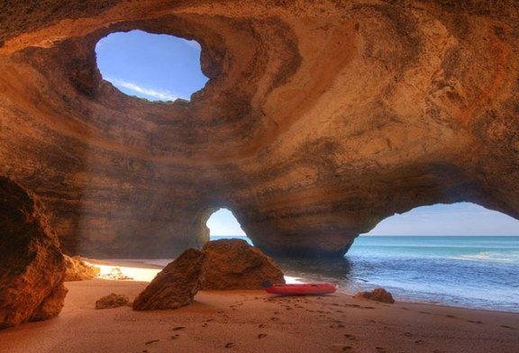 غاری در سواحل پرتغال که شما را متحیر خواهد کرد