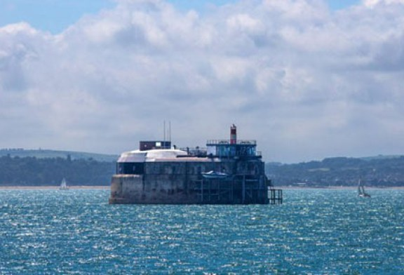 قلعه ای متروکه در دل دریا که هتل شد