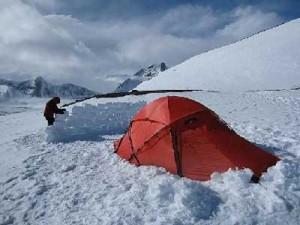 کمپ زدن در برف