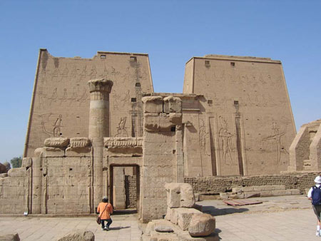 معبد ادفو در مصر