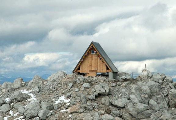 کلبه ای کوهستانی که هرکسی را محو تماشا می کند