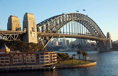 پل بندرگاه سیدنی، یکی از جاذبههای اصلی گردشگری در سیدنی