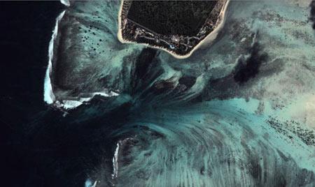 آبشاری دیدنی در زیر دریا در جزیره موریس