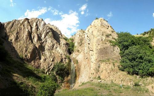 آبشار بسیار دیدنی «وزنه سر» در زنجان