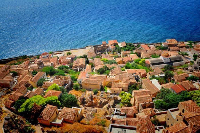 مونمواسیا ، شهری که روی جزیرهای سنگی ساخته شده است