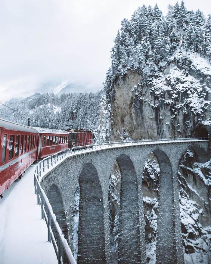 عکس های اینستاگرامی یک مسافر از قطاری در سوئیس