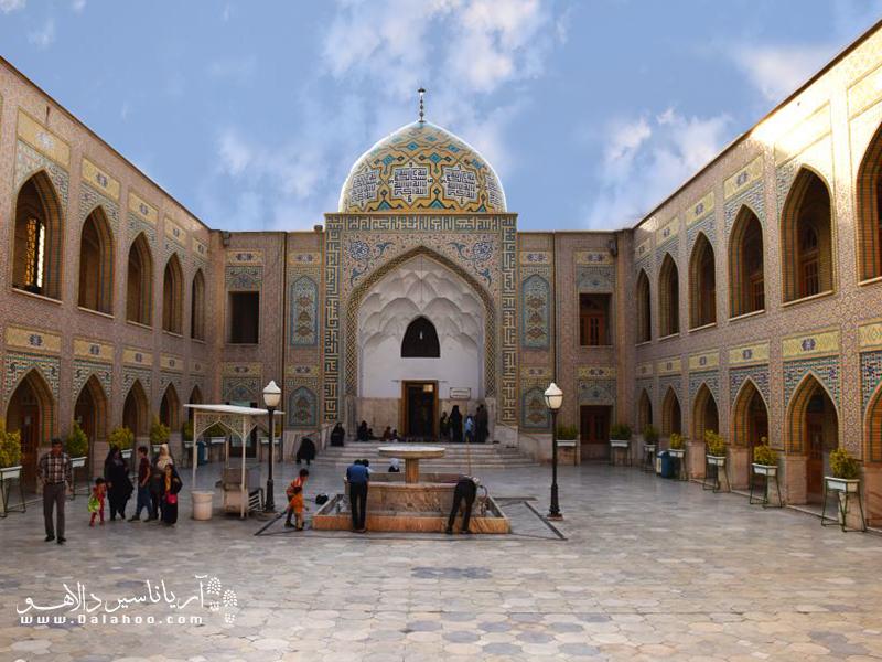 آرامگاه پیر پالاندوز در حرم حضرت رضا(ع) از شاهکارهای معماری است.