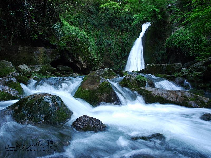بارانکوه و شیرآباد از زیباترین آبشارهای استان گلستان هستند.