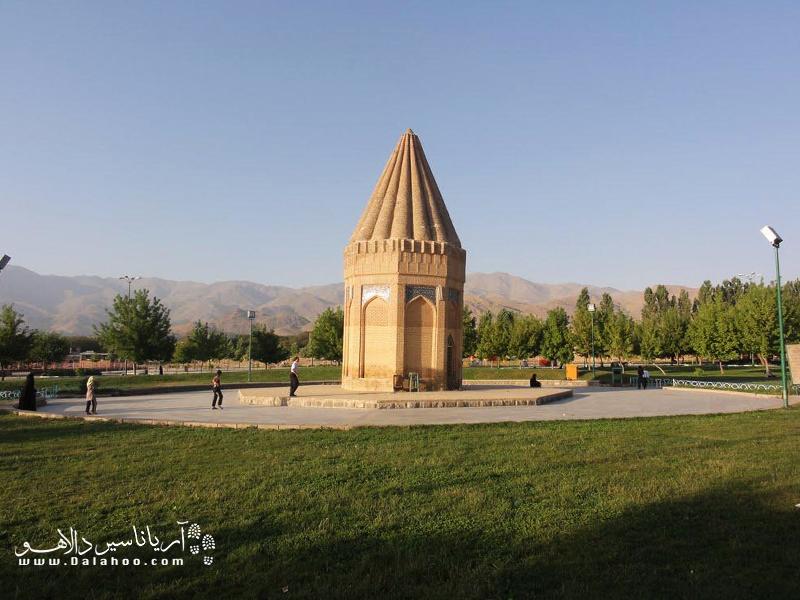بنای تاریخی آرامگاه حیوق نبی.