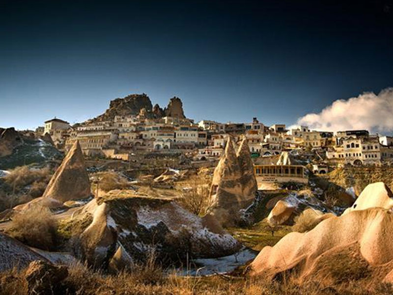 چشمه آبگرم و تفریحگاه غار کاپادوکیا-اوچیزار
