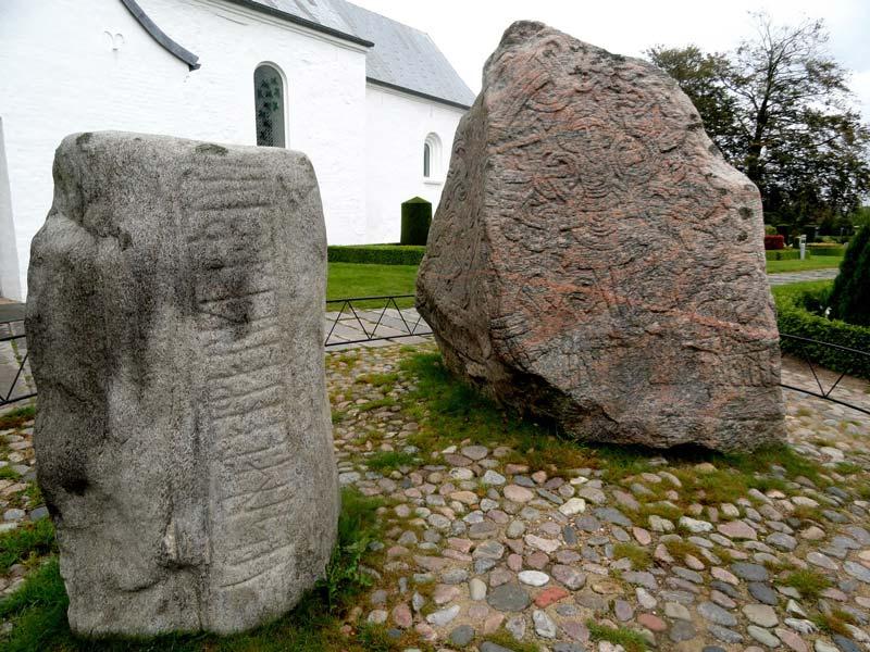 کتیبه های سنگی Jelling stones