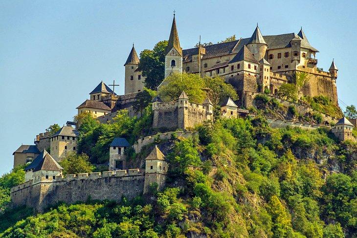 قلعه ی قرون وسطایی هوکوسترویتز