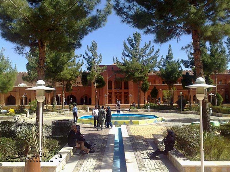 ارگ گوگد یکی از بزرگترین بناهای خشت و گلی ایران است.