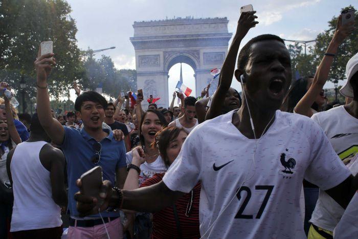 تصاویری از شادی مردم فرانسه و ناکامی کرواسی