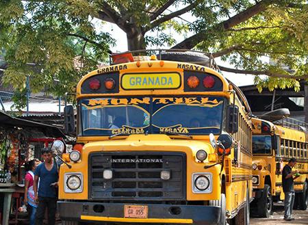 اتوبوس مرغی وسایل نقلیه بومی