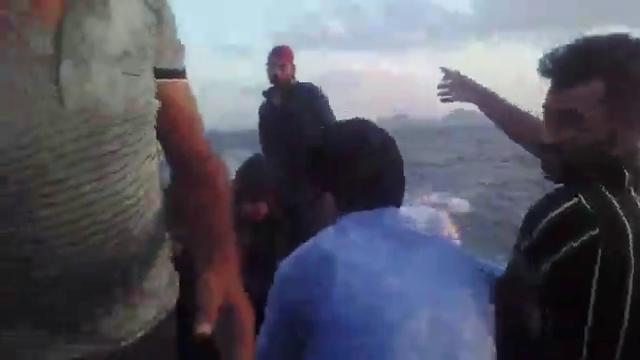 گردشگران گرفتار در طوفان دریاچه ارومیه