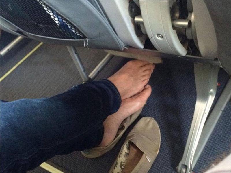 پوشیدن کفش در هواپیما