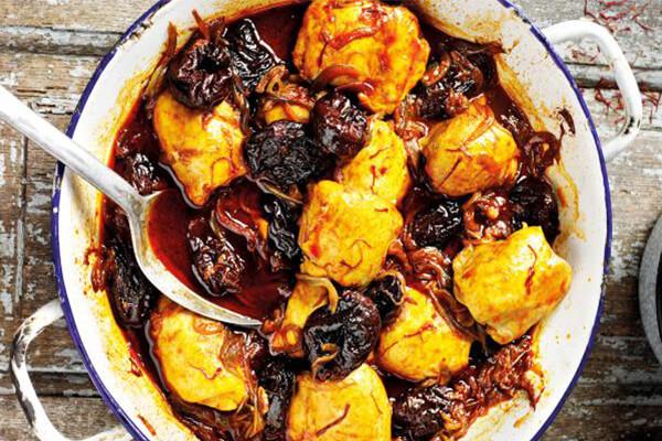 خورشت آلو یا مرغ آلو غذاهای محلی مازندران