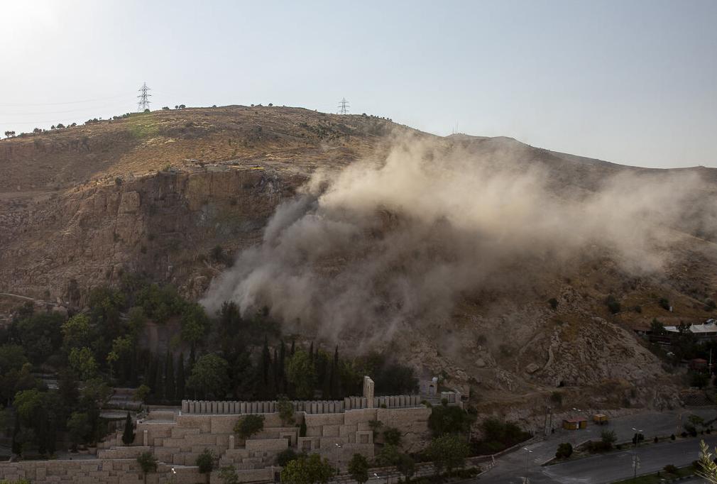 انفجار سنگ دروازه قرآن شیراز