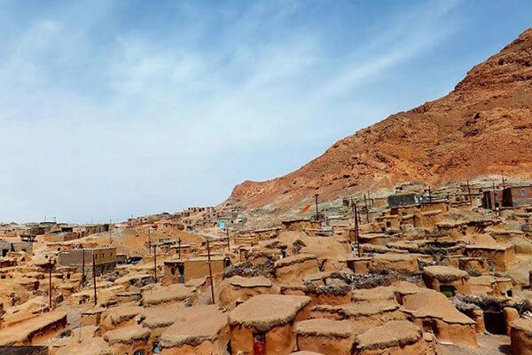 روستای ماخونیک، روستای قد کوتاهها