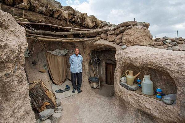 میمند، روستایی در دل صخرهها