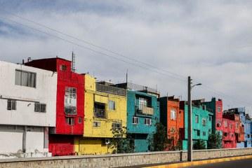 اینجا ایران است ؛ محله متفاوت و رنگین قزوینیها | تصاویر خیابانی که خانههایش رنگین کمانی است