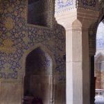 واکنش مدیر پایگاه جهانی میدان امام اصفهان به تابلوی جدید ممنوعیتهای گردشگران | مدلینگ و آوازخوانی در مسجد امام ممنوع است