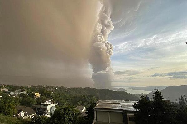 فوران آتشفشان تال